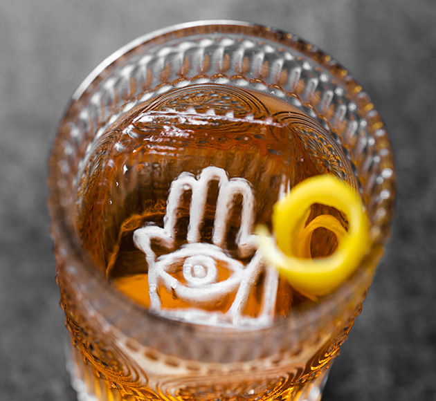Drink with custom ice cube